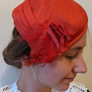 Vintage Accessories - Vintage 40s/50s red feather hat